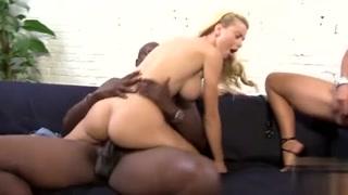 Folles d cul se tapent un black à la grosse bite dure