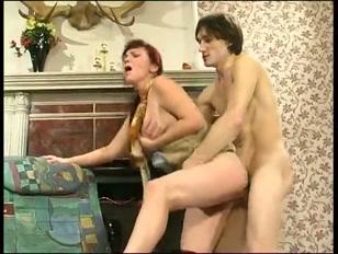 Une salope ultra sexy qui vous donnera envie de la rejoindre