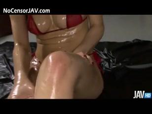 Gloutonne asiatique sexy, léchouille une belle bistouquette