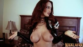 Une cougar en lingerie sexy s´éclate en solo POV